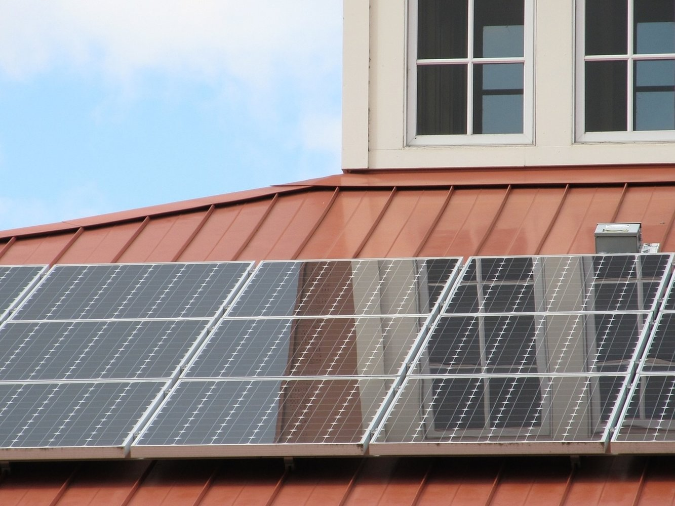des panneaux solaires pour la réglementation thermique