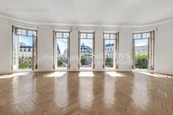 Appartement à PARIS-8E