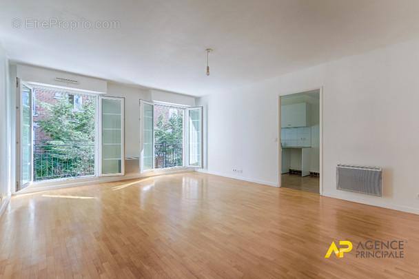 Appartement à LA GARENNE-COLOMBES