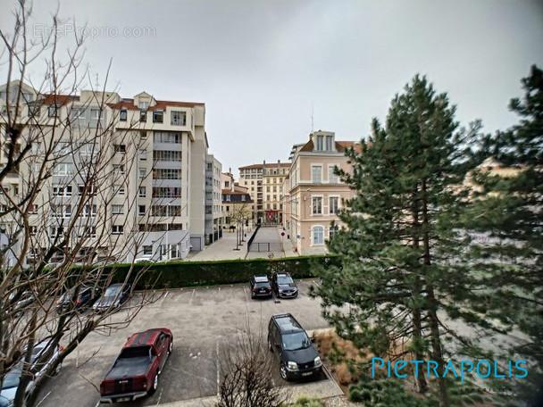 VUE  - Appartement à LYON-1E