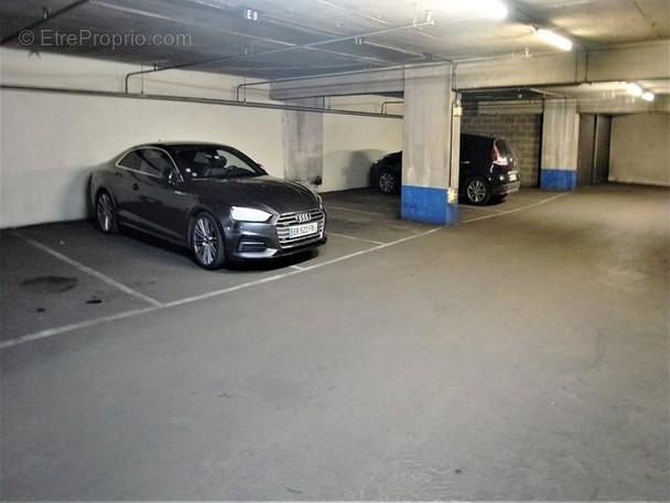 Parking à PARIS-9E