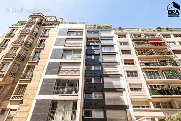 Appartement à PARIS-16E