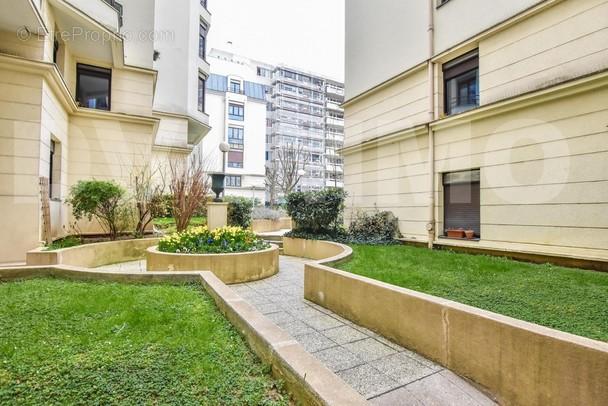 VIS_0039 - Appartement à PARIS-11E
