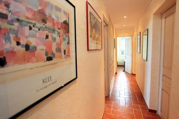 Couloir étage - Maison à MOUGINS